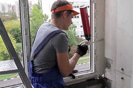 Заделка швов в пластиковых окнах